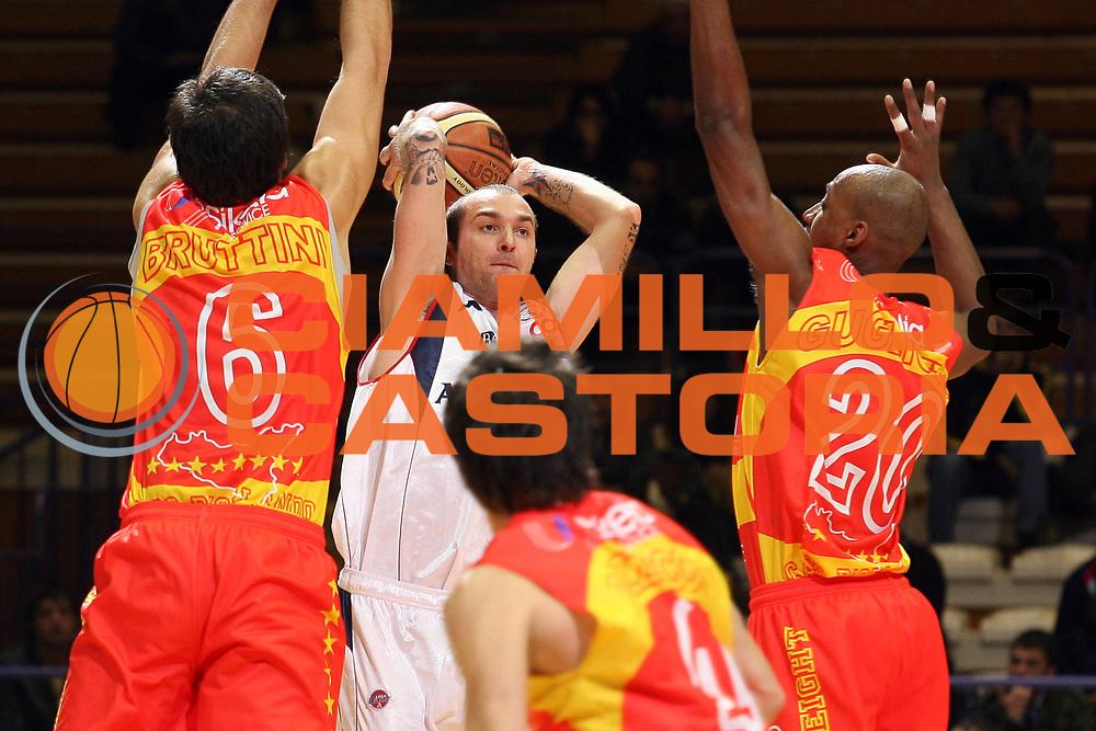 DESCRIZIONE : Bologna Final Eight 2008 Quarti di Finale Pierrel Capo Orlando Angelico Biella<br /> GIOCATORE : Valerio Spinelli<br /> SQUADRA : Angelico Biella<br /> EVENTO : Tim Cup Basket For Life Coppa Italia Final Eight 2008 <br /> GARA : Pierrel Capo Orlando Angelico Biella<br /> DATA : 08/02/2008 <br /> CATEGORIA : Passaggio<br /> SPORT : Pallacanestro <br /> AUTORE : Agenzia Ciamillo-Castoria/S.Ceretti
