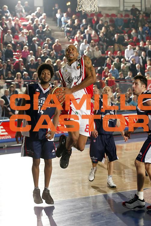 DESCRIZIONE : Varese Lega A1 2006-07 Whirlpool Varese Angelico Biella<br /> GIOCATORE : Holland<br /> SQUADRA : Whirlpool Varese<br /> EVENTO : Campionato Lega A1 2006-2007 <br /> GARA : Whirlpool Varese Angelico Biella<br /> DATA : 29/03/2007 <br /> CATEGORIA : Penetrazione<br /> SPORT : Pallacanestro <br /> AUTORE : Agenzia Ciamillo-Castoria/G.Cottini<br /> Galleria : Lega Basket A1 2006-2007 <br /> Fotonotizia : Varese Campionato Italiano Lega A1 2006-2007 Whirlpool Varese Angelico Biella<br /> Predefinita :