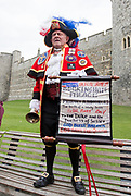 UNITED KINGDOM, Windsor: 06 May 2019 <br /> Self-appointed Town Crier announces the arrival of the new Royal Baby outside Windsor Castle as people celebrate the news of Meghan Duchess of Sussex giving birth to a baby boy.<br /> Rick Findler
