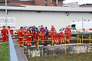 Mannheim. 29.07.17 | &Uuml;bung um M&uuml;hlauhafen<br /> M&uuml;hlauhafen. Rettungs&uuml;bung von Feuerwehr DLRG und ASB. Das Szenario: Ein Fahrgastschiff brennt und die Passagiere m&uuml;ssen gerettet werden. <br /> Auf der MS Oberrhein wird ge&uuml;bt. Dazu ankert das Schiff in der Fahrrinne des M&uuml;hlauhafens. Das Feuerl&ouml;schboot Metropolregion 1 kommt dazu.<br /> <br /> BILD- ID 0911 |<br /> Bild: Markus Prosswitz 29JUL17 / masterpress (Bild ist honorarpflichtig - No Model Release!)