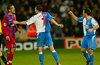 Fotball<br /> Premier League England 2004/2005<br /> Foto: BPI/Digitalsport<br /> NORWAY ONLY<br /> <br /> Crystal Palace v Blackburn Rovers<br /> 11/12/2004<br /> <br /> Tony Popovic of Crystal Palace (L) argues with David Thompson