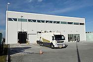 SCHIPHOL - Koning Willem Alexander opent Joint Inspection Center op Schiphol. Het Joint Inspection Center heeft tot doel om een veiligere en effici&euml;ntere vrachtafhandeling op Schiphol mogelijk te maken door verschillende handhavers en inspectiediensten samen te laten werken aan controles van luchtvracht.<br /> <br /> King Alexander opens Joint Inspection Centre at Schiphol. The Joint Inspection Center aims to enable a safer and more efficient cargo handling at the airport by different enforcement and inspection services to collaborate on inspections of air cargo.<br /> <br /> Op de foto / On the photo:  De koning verricht de opening / The king at the opening copyright robin utrecht