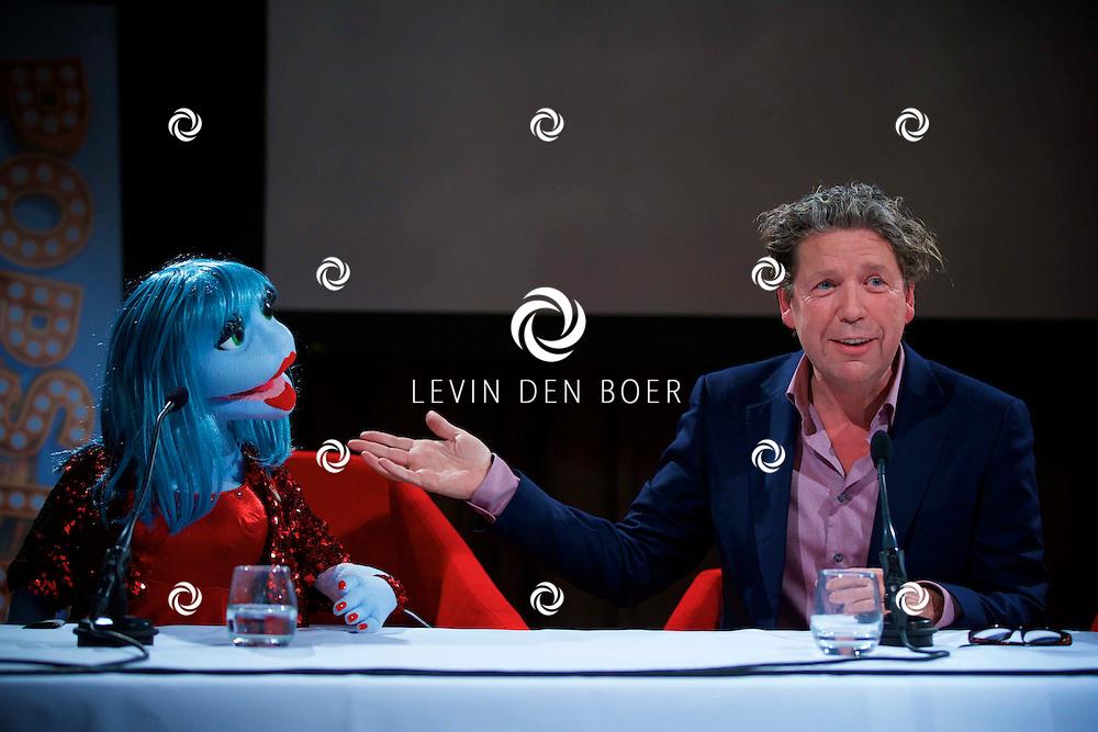 AMSTERDAM - SBS6 Presenteerde hun nieuwste programma 'Popster'. Met hier op de foto  Miss Izzy pop en Henkjan Smits. FOTO LEVIN DEN BOER - KWALITEITFOTO.NL