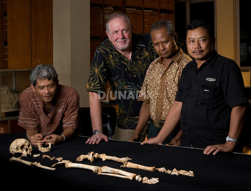 "Dr. William Jungers, Rokhus Due Awe, Thomas Sutikna and Sonny admire ""LB1"", the type specimen skeleton of Homo floresiensis, a.k.a., the Flores hobbit."