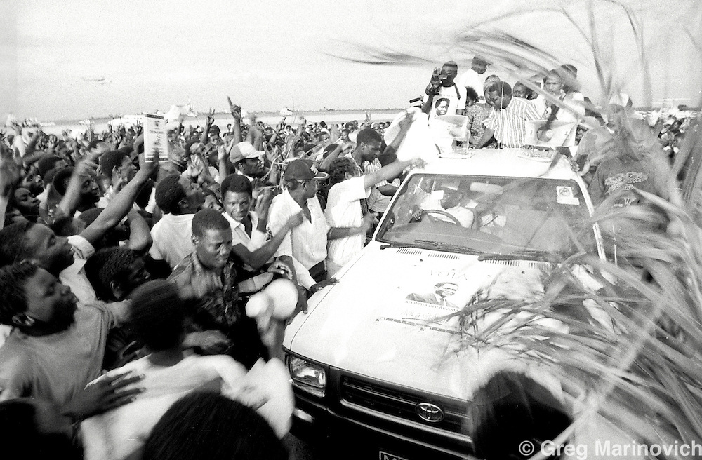 1994 Oct, Mozambique Greeting Renamo president Afonso Dhlakama at Beira airport, before its first post-war elections 1994.  Greg Marinovich.