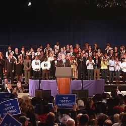 Governador Deval Patrickse dirige a la audiencia durante el rally por su reeleci&oacute;n en el Hynes Convention Center, en Boston. <br /> <br /> &quot;Tiempos como estos son mas una prueba de caracter que una prueba politica&quot;- sentenci&oacute; Patrick.<br /> <br /> Minutos mas tarde el Presidente Barack Obamas se diriji&oacute; tambien a la audiencia en apoyo del Gov. Deval.