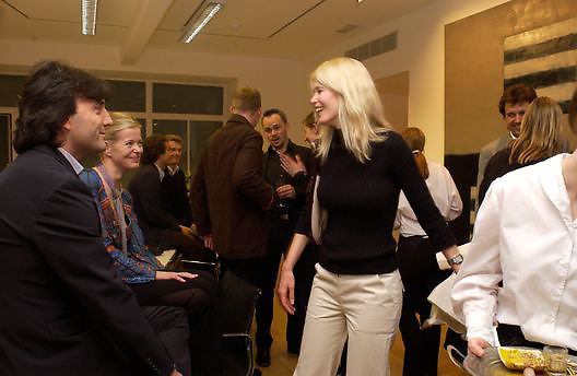 Philip Knatchbull, Lady Helen Taylor and Claudia Schiffer, Timothy Taylor new gallery opening, Dering  St. 20 May 2003. © Copyright Photograph by Dafydd Jones 66 Stockwell Park Rd. London SW9 0DA Tel 020 7733 0108 www.dafjones.com