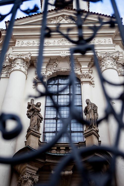 Eingang zur Kirche St. Kyrill und St. Method in der Resslova Strasse.