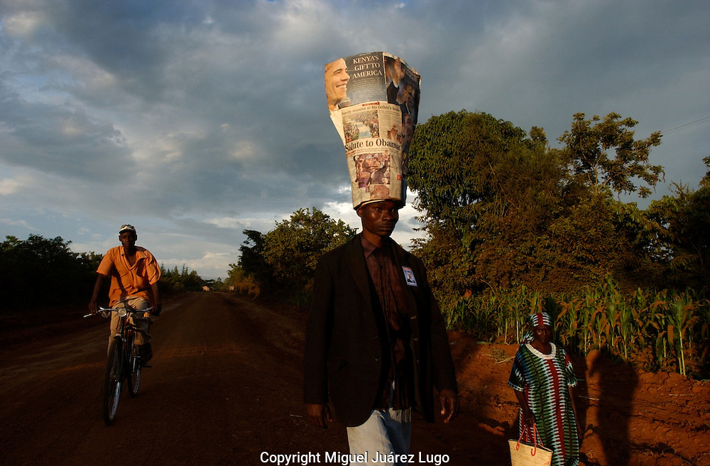 A young man, who claims to be a relative of Barack Obama, from the Luo tribe, walks toward Kogelo, the family village, to celebrate the victory of Barack Obama, democratic candidate, to became the 44th US President. (PHOTO: MIGUEL JUAREZ LUGO).