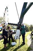 Prinses Beatrix verricht heringebruikstelling Googermolen. De Googermolen bestaat dit jaar 300 jaar en is een van de grootste poldermolens in Nederland. <br /> <br /> Princess Beatrix performs the reopening of the  Googerwindmill . The Googerwindmill is 300 years old and is one of the largest polder mills in the Netherlands.