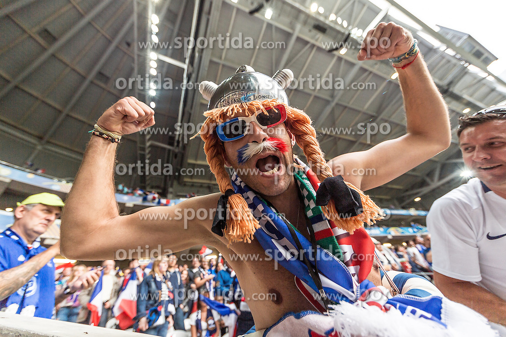 19.06.2016, Stade Pierre Mauroy, Lille, FRA, UEFA Euro, Frankreich, Schweiz vs Frankreich, Gruppe A, im Bild Frankreich Fan als Obelix // Frankreich Fan als Obelix during Group A match between Switzerland and France of the UEFA EURO 2016 France at the Stade Pierre Mauroy in Lille, France on 2016/06/19. EXPA Pictures © 2016, PhotoCredit: EXPA/ JFK