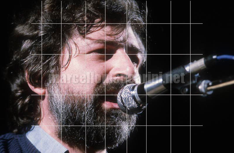 Rome, about 1985. Italian singer-songwriter Francesco Guccini performing / Roma, 1985 circa. Il cantautore Francesco Guccini in concerto - © Marcello Mencarini