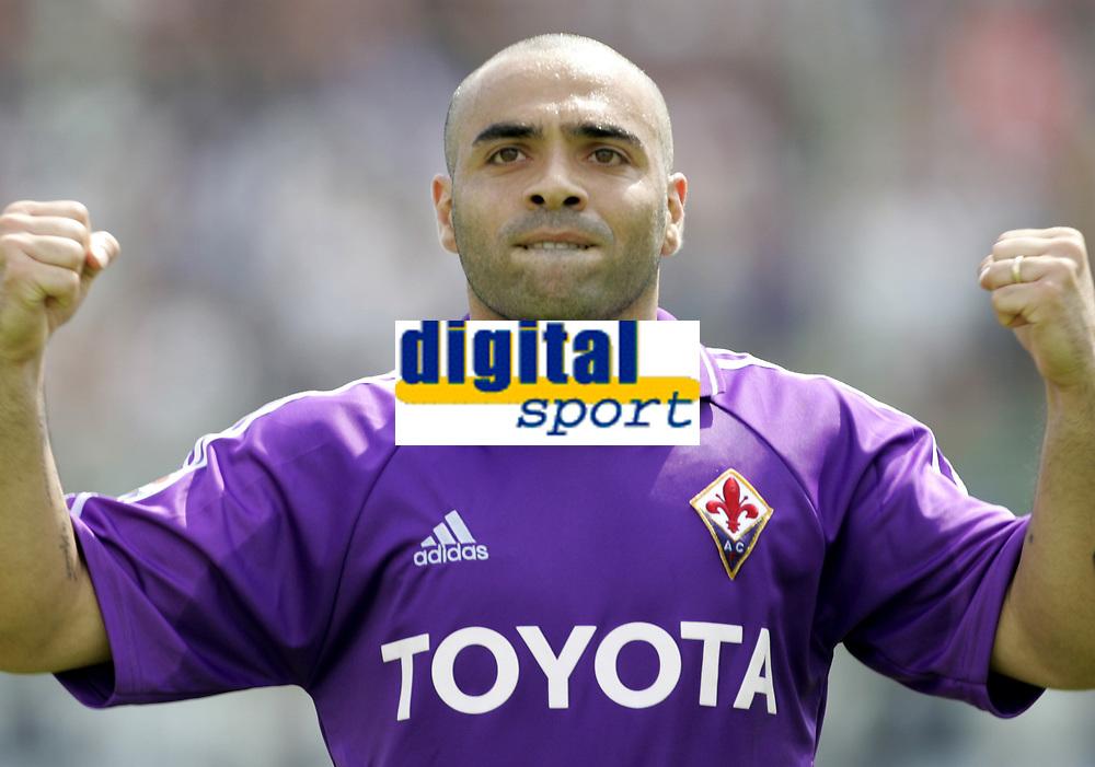 Firenze 29-5-05<br /> Fiorentina Brescia Campionato Serie A 2004 2005<br /> nella  foto Miccoli esulta dopo il suo gol<br /> Foto Snapshot / Graffiti