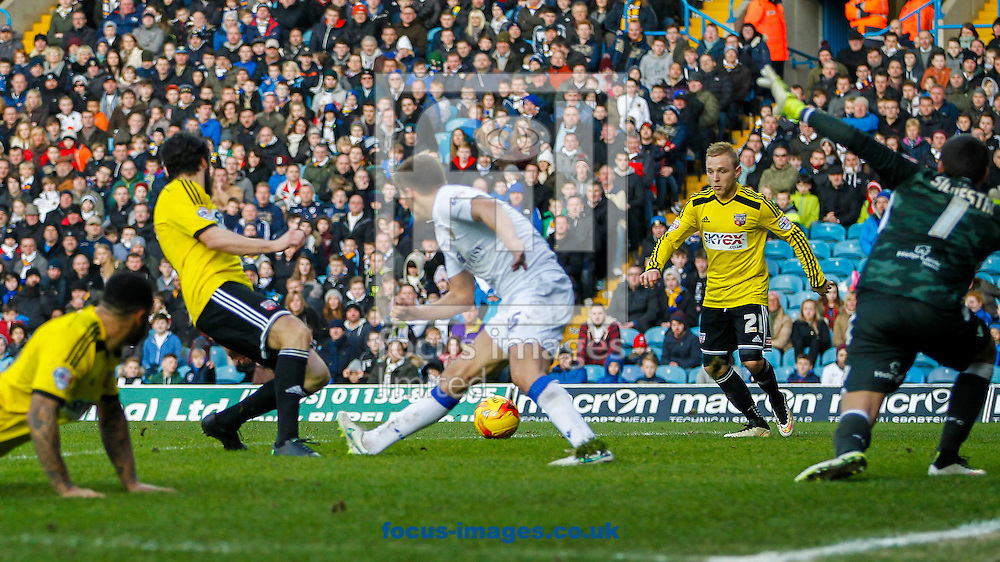Jonathan Douglas of Brentford lays the ball off for Alex Pritchard of Brentford to score during the Sky Bet Championship match between Leeds United and Brentford at Elland Road, Leeds<br /> Picture by Mark D Fuller/Focus Images Ltd +44 7774 216216<br /> 07/02/2015