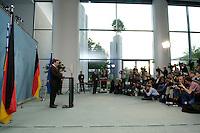 22 MAY 2005, BERLIN/GERMANY:<br /> Gerhard Schroeder, SPD, Bundeskanzler, gibt ein  Pressestatement in welchem er, nach der fuer die SPD mit hohen Verlusten verlorenen Landtagswahl Nordrhein-Westfalen, Neuwahlen ankündigt, Bundeskanzleramt<br /> IMAGE: 20050522-02-013<br /> KEYWORDS: Gerhard Schröder, Journalist, Journalisten, Kamera, Camera