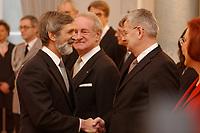 15 JAN 2003, BERLIN/GERMANY:<br /> Shimon Stein (L), Botschafter des Staates Israel in Deutschland, Johannes Rau (M), Bundespraesident, und Joschka Fischer (R), B90/Gruene, Bundesuassenminister, waehrend dem Neujahrsempfang des Bundespraesidenten fuer das Diplomatische Korps im Schloss Bellevue<br /> IMAGE: 20030115-02-007<br /> KEYWORDS: Diplomaten, Handshake