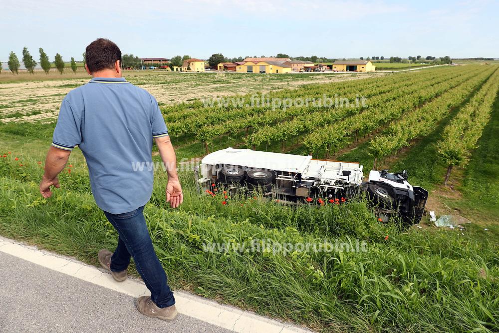 INCIDENTE SCONTRO AUTO CAMION SOELIA TRA FILO DI ARGENTA E LONGASTRINO