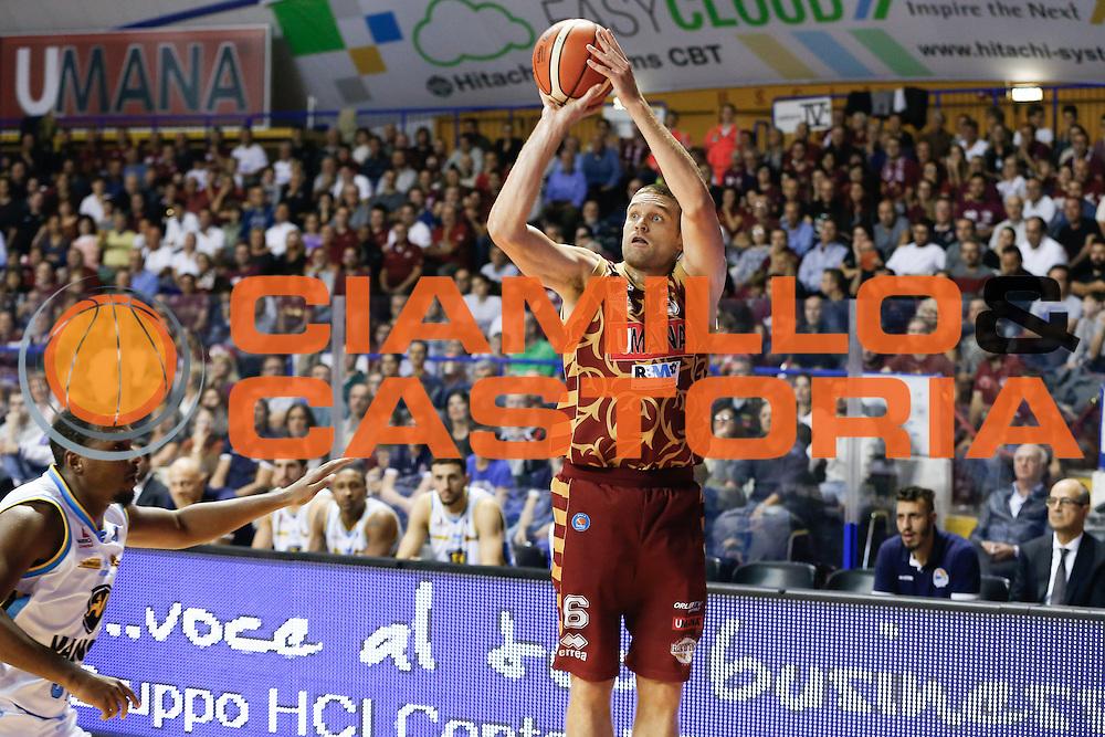 DESCRIZIONE : Venezia Lega A 2015-16 Umana Reyer Venezia - Vanoli Cremona<br /> GIOCATORE : Michael Bramos<br /> CATEGORIA : Tiro<br /> SQUADRA : Umana Reyer Venezia - Vanoli Cremona<br /> EVENTO : Campionato Lega A 2015-2016<br /> GARA : Umana Reyer Venezia - Vanoli Cremona<br /> DATA : 25/10/2015<br /> SPORT : Pallacanestro <br /> AUTORE : Agenzia Ciamillo-Castoria/G. Contessa<br /> Galleria : Lega Basket A 2015-2016 <br /> Fotonotizia : Venezia Lega A 2015-16 Umana Reyer Venezia - Vanoli Cremona