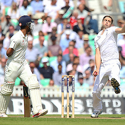 England's Chris Woakes from the Vauxhall End during the first day of the Investec 5th Test match between England and India at the Kia Oval, London, 15th August 2014 © Phil Duncan | SportPix.org.uk