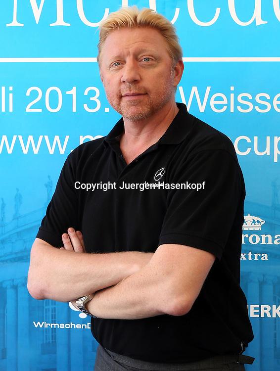 Mercedes Cup 2013, ATP Tennis Turnier im TC Weissenhof Klub,Stuttgart, Sandplatz, Boris Becker posiert fuer ein Foto,Einzelbild,<br /> Halbkoerper,Hochformat,Portrait,