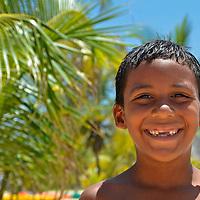 El niño Dayken de Tacarigua, disfrutando Playa Miami en el Parque Nacional Laguna de Tacarigua. Edo. Miranda, Venezuela. Tacarigua, 21 de Mayo del 2012. Jimmy Villalta