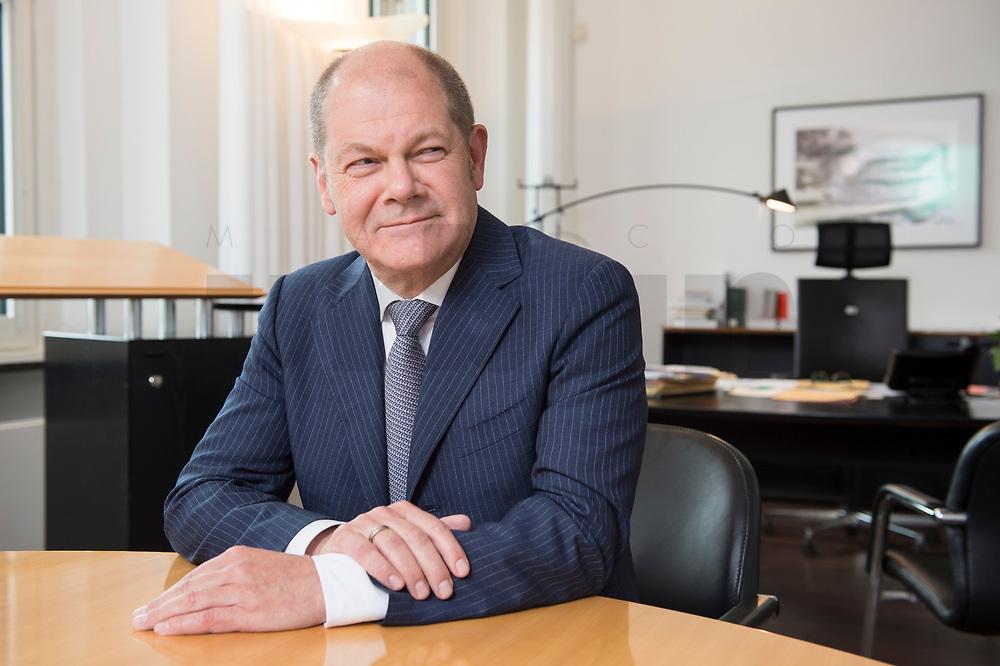 25 JUN 2018, BERLIN/GERMANY:<br /> Olaf Scholz, SPD, Bundesfinanzminister, waehrend einem Interview, in seinem Buero, Bundesministerium der Finanzen<br /> IMAGE: 20180625-02-002<br /> KEYWORDS: Büro