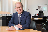 25 JUN 2018, BERLIN/GERMANY:<br /> Olaf Scholz, SPD, Bundesfinanzminister, waehrend einem Interview, in seinem Buero, Bundesministerium der Finanzen<br /> IMAGE: 20180625-02-002<br /> KEYWORDS: B&uuml;ro