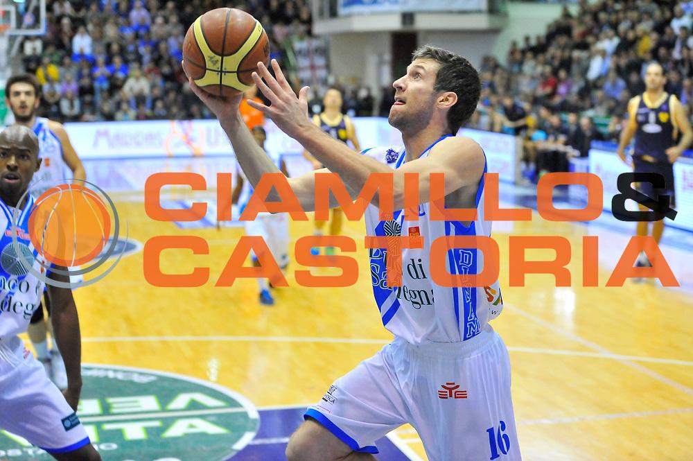 DESCRIZIONE : Campionato 2013/14 Dinamo Banco di Sardegna Sassari - Sutor Montegranaro<br /> GIOCATORE : Drake Diener<br /> CATEGORIA : Tiro Penetrazione Sottomano<br /> SQUADRA : Dinamo Banco di Sardegna Sassari<br /> EVENTO : LegaBasket Serie A Beko 2013/2014<br /> GARA : Dinamo Banco di Sardegna Sassari - Sutor Montegranaro<br /> DATA : 30/03/2014<br /> SPORT : Pallacanestro <br /> AUTORE : Agenzia Ciamillo-Castoria / Luigi Canu<br /> Galleria : LegaBasket Serie A Beko 2013/2014<br /> Fotonotizia : Campionato 2013/14 Dinamo Banco di Sardegna Sassari - Sutor Montegranaro<br /> Predefinita :