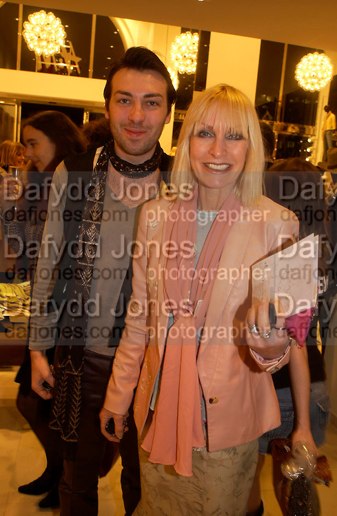 James Long and Virginia Bates. H&M Flagship Store launch. at 17-21 Brompton Road, Knightsbridge. London. SW1. 23  March 2005. ONE TIME USE ONLY - DO NOT ARCHIVE  © Copyright Photograph by Dafydd Jones 66 Stockwell Park Rd. London SW9 0DA Tel 020 7733 0108 www.dafjones.com