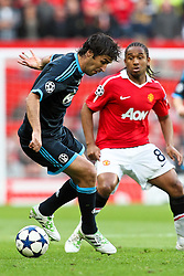 04.05.2011, Old Trafford, Manchester, ENG, UEFA CL, Halbfinale Rueckspiel, Manchester United (ENG) vs Schalke 04 (GER), im Bild:  Raul (Schalke #7) gegen Anderson (Manchester #8)  // during the UEFA CL, Semi Final second leg, Manchester United (ENG) vs Schalke 04 (GER), at the Old Trafford, Manchester, 04/05/2011 EXPA Pictures © 2011, PhotoCredit: EXPA/ nph/  Mueller *** Local Caption ***       ****** out of GER / SWE / CRO  / BEL ******