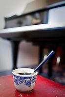 Frá æfingu jazztríó Árna Heiðars (vinnuheiti DIM 41). Rótsterkt Espresso er nauðsynlegt fyrir skapandi menn.