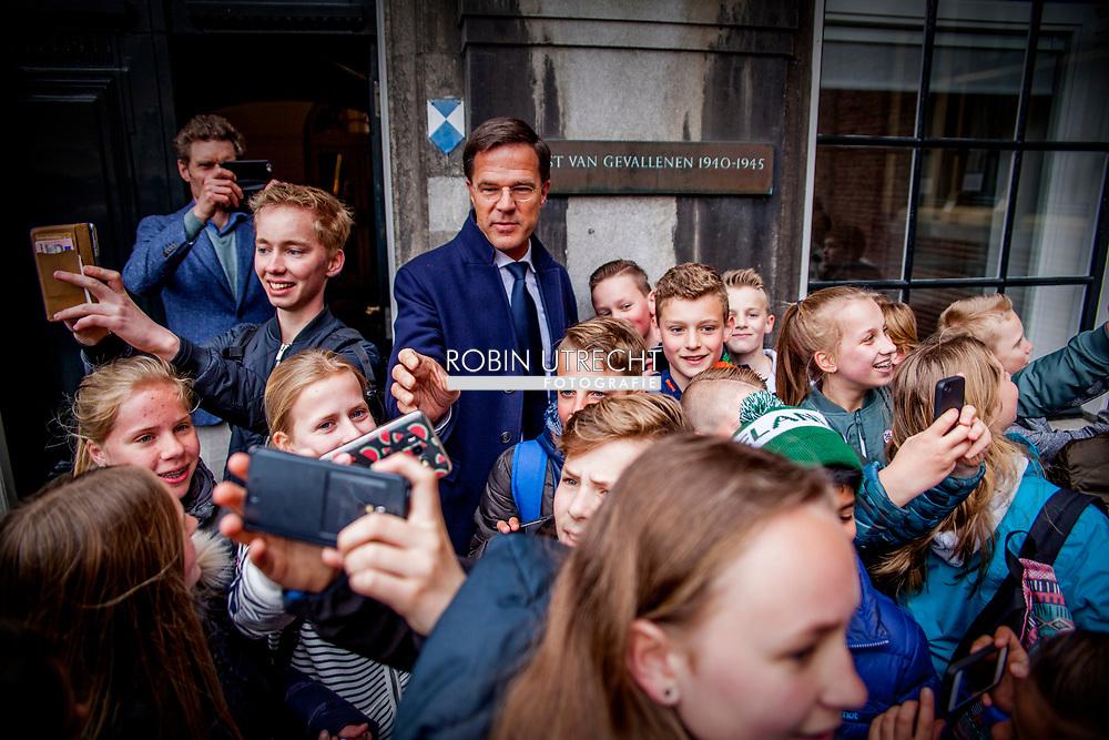 DEN HAAG - Mark Rutte (VVD) arriveert op het Binnenhof, waar de gesprekken over de formatie onder leiding van informateur Edith Schippers worden hervat. copyrught robin utrecht