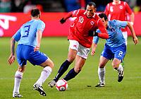 Fotball VM kvalifisering 15.10.2008<br /> FIFA World Cup South Africa Qualifier<br /> Ullevaal Stadium <br /> Norge vs Nederland<br /> Norway vs Netherlands<br /> <br /> Result<br /> <br /> Foto: Robert Christensen Digitalsport<br /> <br /> Norway John Carew<br /> <br /> Netherlands Dirk Marcellis og Andre Ooijer