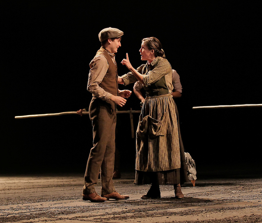 War Horse .Lincoln Center Theater Production.Credit photo: ©Paul Kolnik.paul@paulkolnik.com.nyc  212-362-7778
