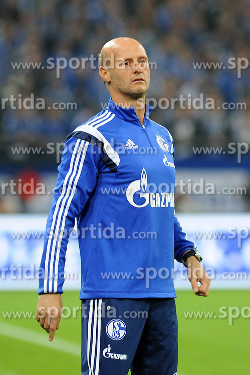 31.10.2014, Veltins Arena, Gelsenkirchen, GER, 1. FBL, Schalke 04 vs FC Augsburg, 10. Runde, im Bild Co-Trainer Attilio Lombardo ( Schalke 04 ) // during the German Bundesliga 10th round match between Schalke 04 and FC Augsburg at the Veltins Arena in Gelsenkirchen, Germany on 2014/10/31. EXPA Pictures &copy; 2014, PhotoCredit: EXPA/ Eibner-Pressefoto/ Thienel<br /> <br /> *****ATTENTION - OUT of GER*****