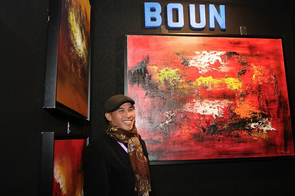 BOUN artiste peintre sino-vietnamien né à.VIENTIANE (LAOS). .Sa sensibilité, sa vision du monde et des choses qui l'entourent, le conduisent tout naturellement à la peinture.