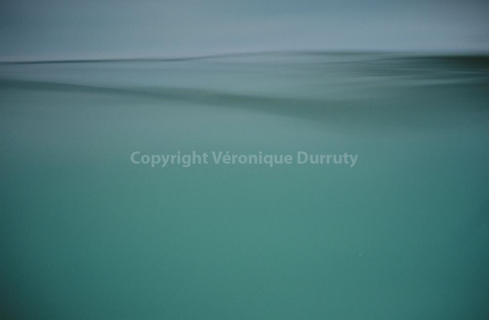 eau du lac de sainte Croix ( France )..eau du lac de sainte Croix ( France )