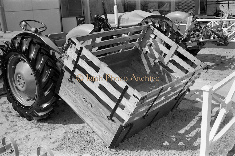 "29/04/1962<br /> 04/29/1962<br /> 29 April 1962<br /> Farm machinery at the R.D.S. Spring Show, Ballsbridge Dublin, Image shows a ""Pierce"" transport box."