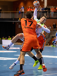 11-04-2019 NED: Netherlands - Slovenia, Almere<br /> Third match 2020 men European Championship Qualifiers in Topsportcentrum in Almere. Slovenia win 26-27 / Ivo Steins #17 of Netherlands, Miha Zarabec #23 of Slovenia