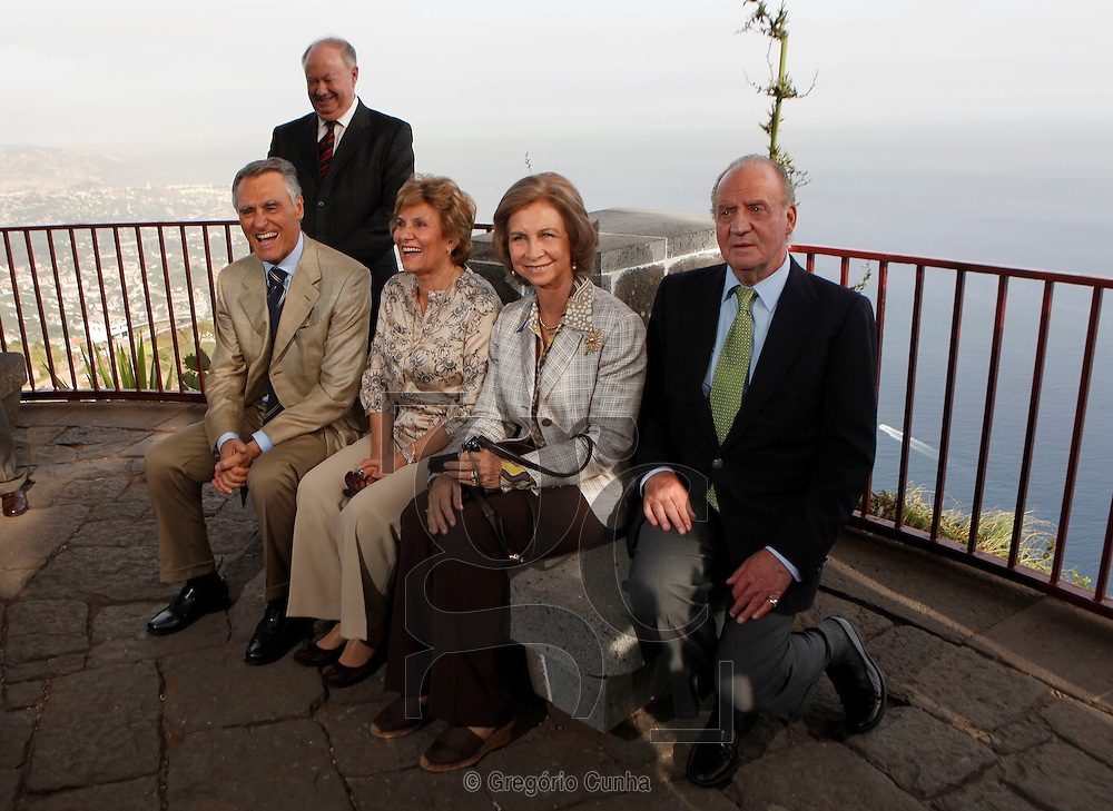 The King of Spain, Juan Carlos and Queen Sofia, Portuguese first lady, Maria Cavaco Silva, Portuguese President, Cavaco Silva, and Madeira Island Governor, Alberto Joao Jardim, during a visit to Cape Girao, near Funchal, Madeira Island, Portugal, 31July 2009.Foto Gregorio Cunha