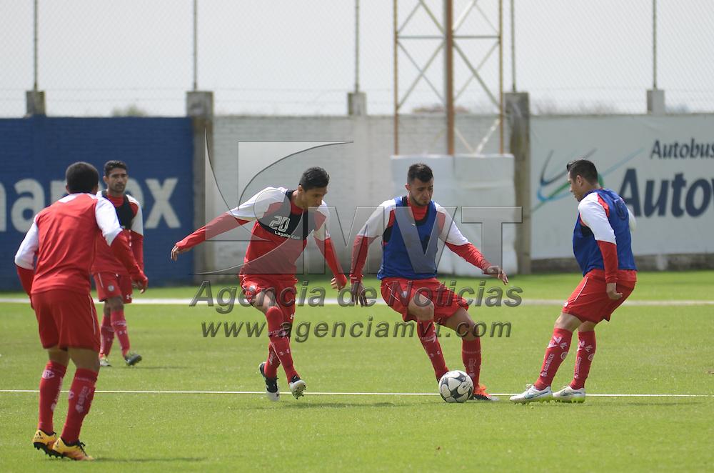 Metepec, México (Septiembre 1, 2016).- Jugadores de los diablos rojos del Toluca se prepraran en las instalaciones de entrenamiento, de cara al siguiente encuentro con la escuadra de puebla correspondiente a la jornada 8 del Torneo Apertura 2016 de la Liga MX. Agencia MVT / Arturo Hernández.