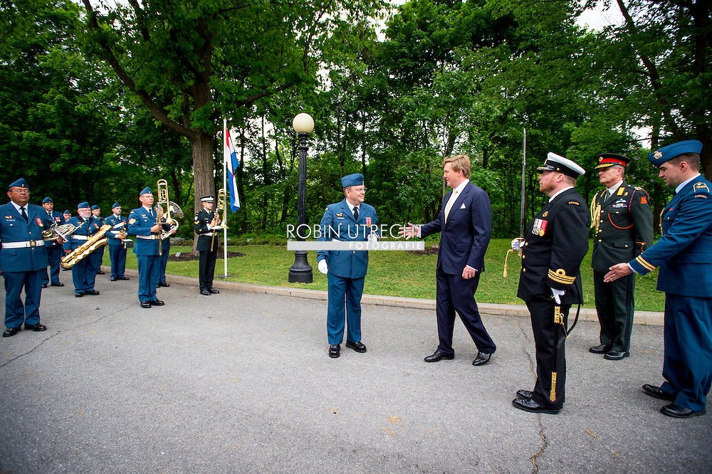King Willem-Alexander and Queen Maxima of The Netherlands attend an welcome ceremony at the Rideau Hall with Governor General Johnston and his wife in Ottawa, Canada, 27 May 2015. The King and Queen of The Netherlands bring an state visit from 27 till 29 may to Canada. COPYRIGHT ROBIN UTRECHT