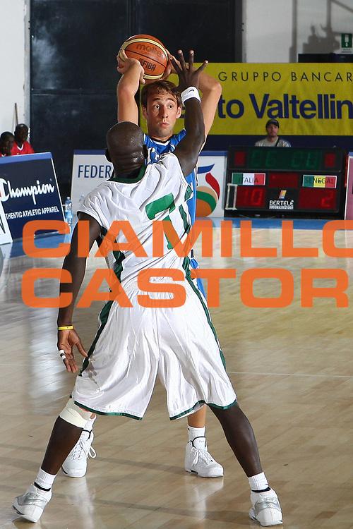 DESCRIZIONE : Bormio Torneo Internazionale Maschile Diego Gianatti Italia Senegal<br /> GIOCATORE : Giuseppe Poeta<br /> SQUADRA : Italia Italy<br /> EVENTO : Raduno Collegiale Nazionale Maschile <br /> GARA : Italia Senegal Italy <br /> DATA : 17/07/2009 <br /> CATEGORIA :  passaggio<br /> SPORT : Pallacanestro <br /> AUTORE : Agenzia Ciamillo-Castoria/C.De Massis