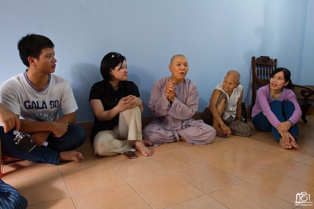 The Head Nun at the Chua Dieu Vien Pagoda shares stories with visitors.  Photo by Stan Olszewski/SOSKIphoto
