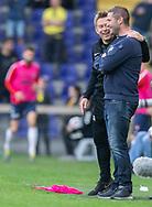 FODBOLD: Cheftrænerne Kenneth Andersen (FC Midtjylland) og Martin Retov (Brøndby IF) får en sludder under kampen i Superligaen mellem Brøndby IF og FC Midtjylland den 20. maj 2019 på Brøndby Stadion. Foto: Claus Birch.