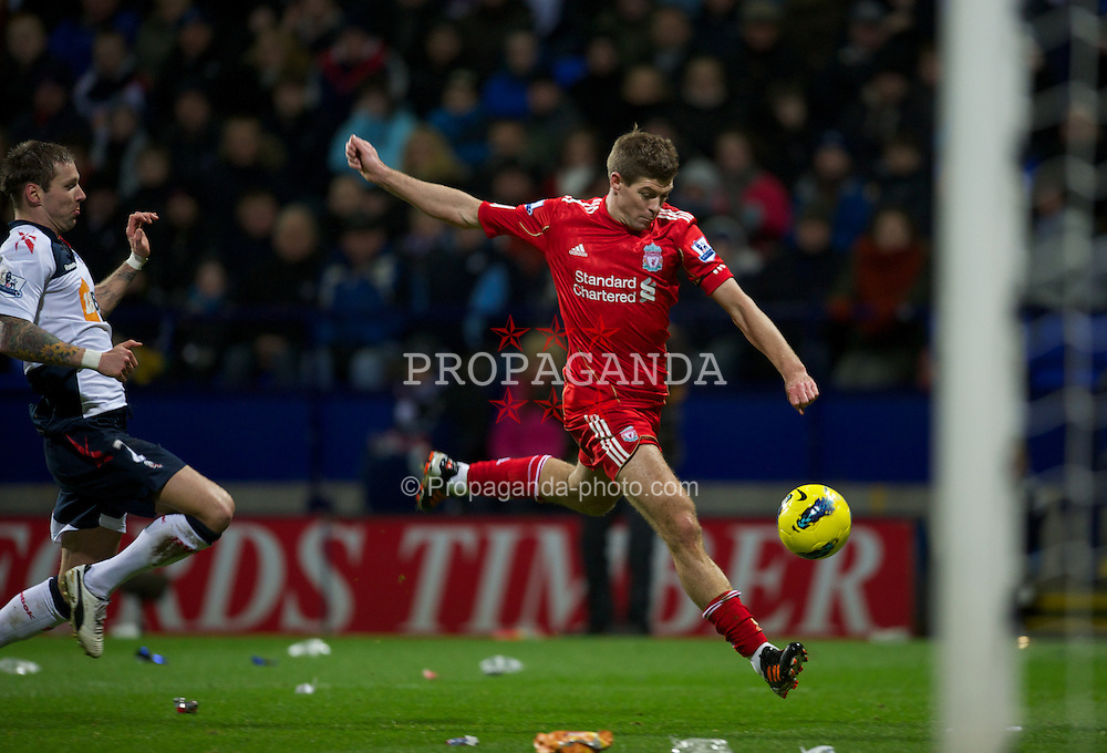 BOLTON, ENGLAND - Saturday, January 21, 2011: Liverpool's captain Steven Gerrard in action against Bolton Wanderers during the Premiership match at the Reebok Stadium. (Pic by David Rawcliffe/Propaganda)
