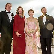LUX/Luxemburg/20180524 - Staatsbezoek Luxemburg dag 2, Koning Willem Alexander en Koningin Maxima ontvangen Erfgroothertog Guillaume  en Erfhertogin Stephanie bij de contraprestatie