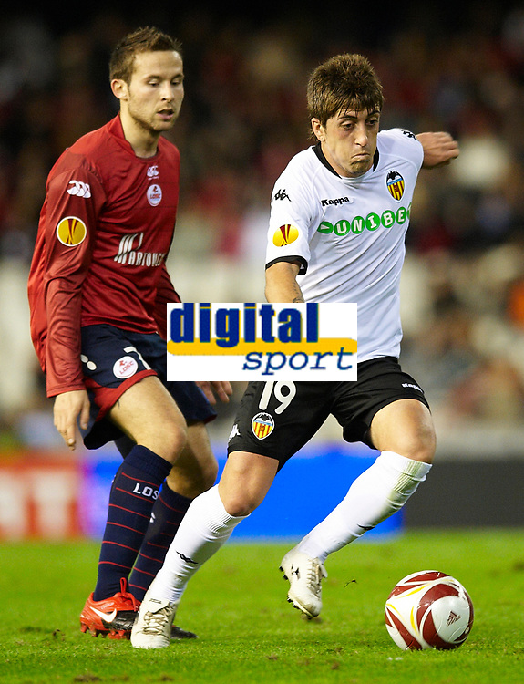 Fotball<br /> Frankrike<br /> Foto: DPPI/Digitalsport<br /> NORWAY ONLY<br /> <br /> FOOTBALL - UEFA EUROPA LEAGUE 2009/2010 - GROUP B - VALENCIA CF v LILLE OSC - 02/12/2010<br /> <br /> PABLO OF VALENCIA AND YOHAN CABAYE OF LILLE