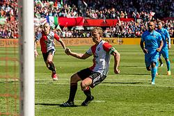 14-05-2017 NED: Kampioenswedstrijd Feyenoord - Heracles Almelo, Rotterdam<br /> In een uitverkochte Kuip pakt Feyenoord met een 3-0 overwinning het landskampioenschap / Dirk Kuyt #7 scoort de 3-0 uit een penalty