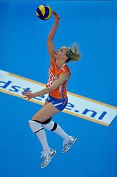 30-10-2011 VOLLEYBAL: NEDERLAND - BELGIE: ZWOLLE <br /> Nederland wint de tweede oefenwedstrijd met 3-2 van Belgie / Judith Pietersen<br /> ©2011-WWW.FOTOHOOGENDOORN.NL